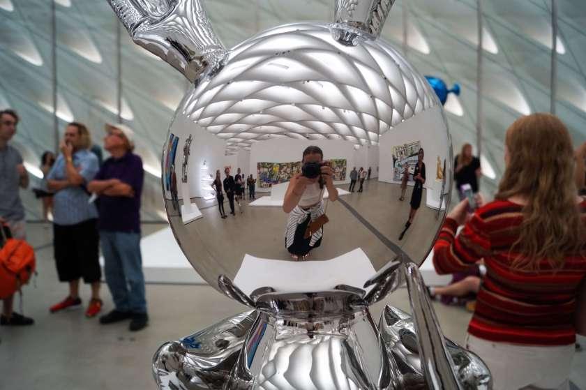 the-broad-museum_jeff-koons-rabbit