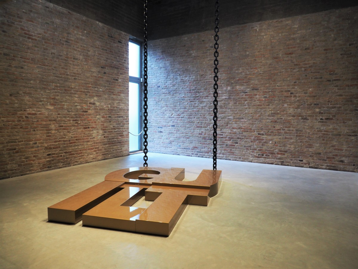 Schuldgefühle in Gold – Monica Bonvicini in der KönigGalerie